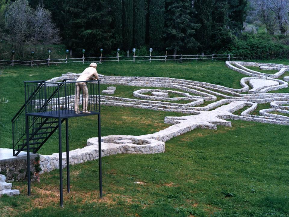 Il visitatore e il labirinto nel giardino di daniel spoerri seggiano toscana - Giardino di daniel spoerri ...